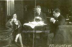 NEYİRE NEYİR-HAZIM KÖRMÜKÇÜ-VASFİ RIZA-Türk müziğinin bütün enstrümanlarını çalıyor, büyük bir ustalıkla Karagöz oynatıyordu. Sahneye ilk kez Benliyan Tıyatro Kumpanyası'nda figüran olarak çıktı. Darülbedayi'ye 1917'de girdi; Ferah Tiyatrosu, Raşit Rıza Topluluğu ve Milli Tıyatro'da çalıştığı üç yıl (1924-1927) dışında tüm sanat hayatı Darülbedayi' de geçti. Komedyenliği sevdiği halde dramlarda da rol aldı. Musahipzade Celal'in eserlerindeki rolleriyle yaygın bir üne kavuştu; operetlerin en…