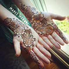 Another beautiful weekend coming up on Find me today and tomorrow from in 🌸 Simple Arabic Mehndi Designs, Indian Mehndi Designs, Henna Art Designs, Mehndi Designs 2018, Mehndi Designs For Girls, Mehndi Designs For Beginners, Modern Mehndi Designs, Mehndi Design Pictures, Mehndi Designs For Fingers