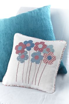 We love the use of teal in this cushion from Angela Poole! Read about how to stitch this design in the Christmas 229 issue of CSC: http://gb.zinio.com/www/browse/issue.jsp?skuId=416282872&prnt=&offer=&categoryId=