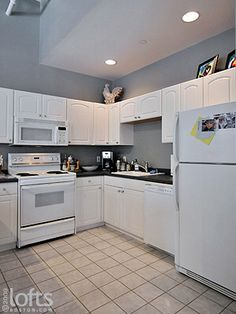 Quakertown 4 Bedroom House For Sale Black appliances White