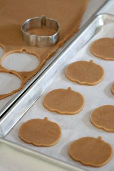 {Recipe} Pumpkin Spice Cut-Out Cookies Pumpkin Spice Cut Out Cookie Recipe _ Sweetopia Fall Desserts, Cookie Desserts, Delicious Desserts, Cookie Favors, Cut Out Cookie Recipe, Cut Out Cookies, Pumpkin Spice Sugar Cookies Recipe, Pumpkin Spice Cookies, Pumpkin Cutout Cookie Recipe
