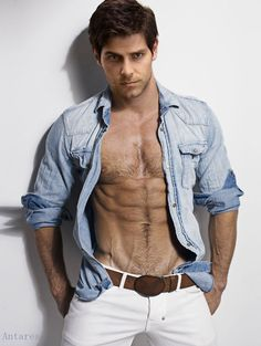 david giuntoli - I think that body is photo shopped but we can fantasize.