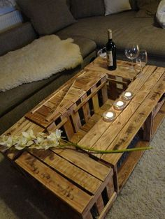 Tisch aus Weinkisten im rustikalen Look von MautzuMautz auf DaWanda.com