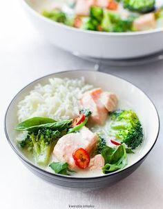 Curry z łososiem i brokułami