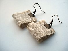 Simple burlap earrings shabby chic cottage chic boho by Joogr, Fiber Art Jewelry, Textile Jewelry, Fabric Jewelry, Fabric Earrings, Diy Earrings, Leather Earrings, Handmade Beaded Jewelry, Handmade Jewelry Designs, Handmade Necklaces