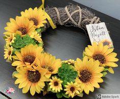 """Kézműves Csodák Műhelye on Instagram: """"🌻🌻Újabb napraforgós kopogtató🌻🌻 Átmérője: kb 30 cm Ajándékként küldd egyenesen a címzettnek, ha kísérő szöveget is küldesz mellé mi azt…"""" Floral Wreath, Fall, Instagram, Decor, Creative, Autumn, Floral Crown, Decoration, Fall Season"""