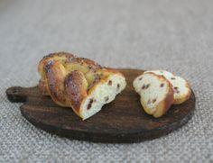 1:12th scale - Raisin bread
