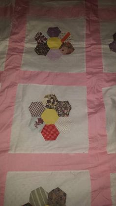 Pink Hex Flower Quilt Top by GrannyQuiltShop on Etsy Quilt Top, Quilting, Blanket, Trending Outfits, Unique Jewelry, Handmade Gifts, Flowers, Pink, Etsy