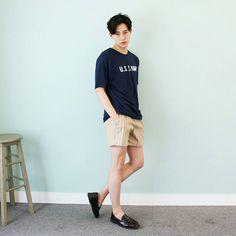 What a cutie o.o - The wolf that kills Korean Fashion Men, Asian Fashion, Mens Fashion, Beach Fashion, Jeans Hair Style, Teen Boy Fashion, Aesthetic Look, Seoul Fashion, Indie