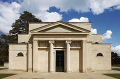 The exterior of a New Bath House in Gloucestershire by Craig Hamilton, winner of the ICAA's Annual Arthur Ross Award in the… Monumental Architecture, Classical Architecture, Art And Architecture, English Manor, Commercial Architecture, Neoclassical, Traditional Design, Decoration, Beautiful Homes