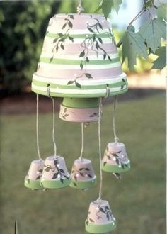 diy windchime made of clay flower pots.great tutorial for making these pretty wind chimes! Clay Pot Projects, Clay Pot Crafts, Diy Clay, Crafts To Do, Easy Crafts, Flower Pot People, Clay Pot People, Flower Pot Art, Flower Pot Crafts
