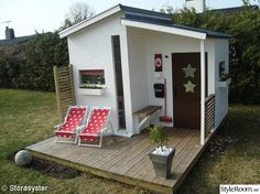 Another stylish playhouse. Modern Playhouse, Outside Playhouse, Garden Playhouse, Build A Playhouse, Playhouse Outdoor, Backyard Office, Garden Office, Cubby Houses, Play Houses