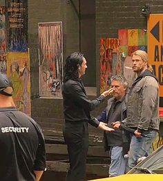 Tom Hiddleston and Chris Hemsworth filming Thor: Ragnarok in Brisbane.