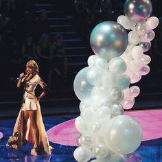 Taylor-Swift-Victorias-Secret-Show-2014