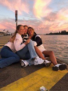 Foto Best Friend, Best Friend Photos, Best Friend Goals, Cute Friend Pictures, Cute Pictures, Summer Vibes, Shotting Photo, Friend Poses, Summer Goals