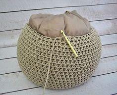 Háčkovaný Puf S Fotopostupem - Diy Crafts Diy Crochet Pillow, Crochet Pouf, Knitted Pouf, Crochet Motifs, Crochet Cushions, Crochet Cross, Knit Or Crochet, Hand Crochet, Free Crochet
