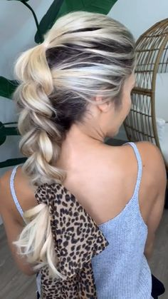 Braids, Buns, and Twists Hairstyle! Step-by-Step Hairstyle Tutorials # Braids bun videos Braids, Buns, and Twists! Step-by-Step Hairstyle Tutorials Braided Bun Hairstyles, Easy Hairstyles For Long Hair, Pretty Hairstyles, Step By Step Hairstyles, Medium Hair Styles, Curly Hair Styles, Hair Medium, Hair Upstyles, Hairstyle Tutorials