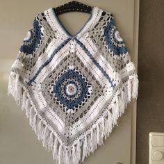 Ideas For Crochet Poncho Square Yarns Crochet Shawl Diagram, Poncho Au Crochet, Crochet Gloves Pattern, Crochet Skirt Pattern, Crochet Poncho Patterns, Crochet Amigurumi Free Patterns, Crochet Afgans, Knit Crochet, Crochet Capas