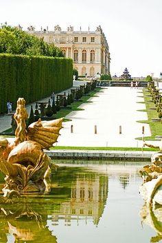 Cháteau de Versailles fountain. France.