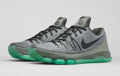 Inspired by the training regiment a young Kevin Durant had in Maryland before he made it to the league. The Nike Nike KD 8 'Hunt's Hill Night' drops today.