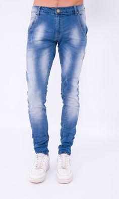 Jeans skinny com lavagens.