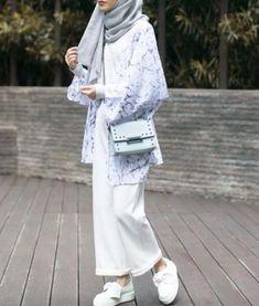 Best Fashion Hijab Casual White 56 Ideas Source by hijab Hijab Casual, Hijab Outfit, Hijab Chic, Ootd Hijab, Islamic Fashion, Muslim Fashion, Modest Fashion, Fashion Outfits, Fashion Fashion
