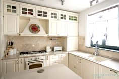 Small Rooms, Natural Stones, Countertops, Kitchen Decor, Decorating Ideas, Kitchen Cabinets, Flooring, Wall, Home Decor