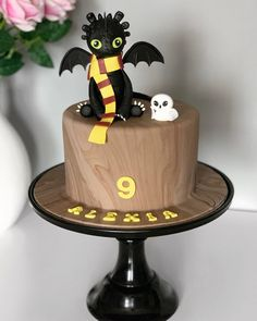 Harry Potter Cake, Cake Decorating, Table Lamp, Desserts, Instagram, Food, Tailgate Desserts, Table Lamps, Deserts