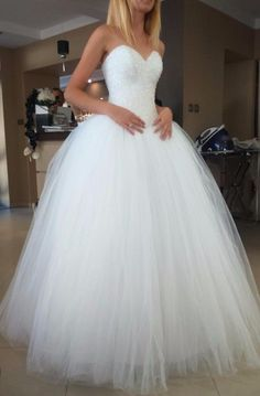 Suknia ślubna a la Princessa Source by dresses Layered Wedding Dresses, Stunning Wedding Dresses, Bridal Wedding Dresses, Beautiful Dresses, Bridesmaid Dresses, Deb Dresses, Prom Dresses, Debutante Dresses, Fairytale Bridal
