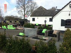 Terras ingericht van restaurant D'n Hut in Wintelre....