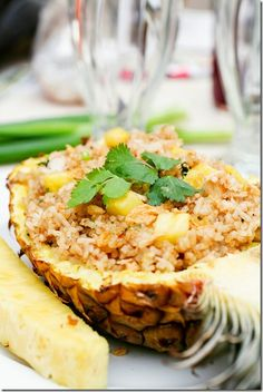Pineapple Fried Rice and lots of other great luau food ideas Hawaian Party, Great Recipes, Favorite Recipes, Amazing Recipes, Pineapple Fried Rice, Pineapple Bowl, Good Food, Yummy Food, Delicious Dishes