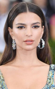 Emily Ratajkowski from 2017 Met Gala: Best Beauty What better way to bring out the sequins in her dress, than with a pop of blue winged liner? Formal Hairstyles, Celebrity Hairstyles, Down Hairstyles, Wedding Hairstyles, Red Carpet Hairstyles, Ball Hairstyles, Medium Hairstyles, Emily Ratajkowski, Red Carpet Updo