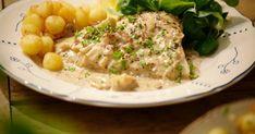 Rog is een vis die je op heel veel manieren kunt bereiden. Hij smaakt bijvoorbeeld perfect met deze heerlijk ouderwetse saus met spek en champignons.
