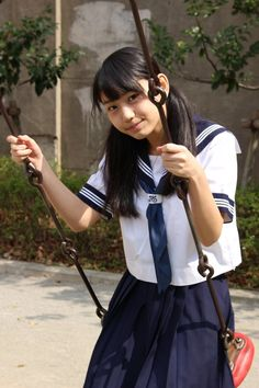 School Girl Japan, School Girl Outfit, Cute School Uniforms, School Uniform Girls, Girls Uniforms, Beautiful Japanese Girl, Beautiful Asian Women, Sailor Fashion, Girl Fashion