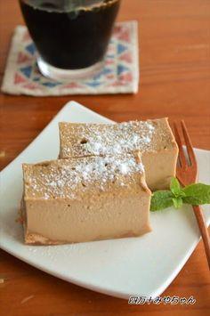 オーブン不要でつくる ほろにがチーズケーキ電子レンジで簡単に作れるんですよ~♪電子レンジで たったの5分で完成!後は、冷蔵庫で冷やしてくださいね~簡単なのに、とっても美味しい~ ★★★レシピ★★★★ 材料(17×12×5cm容器1台分)…約7