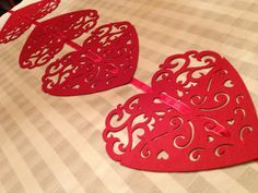 The Chic Technique: Dollar Store Valentine Heart Placemats Table Runner Valentine Wreath, Valentines Day Hearts, Valentine Day Crafts, Valentine Heart, Valentine Ideas, Valentine Stuff, Valentinstag Party, Valentine Day Table Decorations, Holiday Decorations
