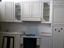 Cucina usata 330 colore avorio senza frigo con piano parte in marmo e parte in laminato
