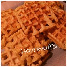 i ett belgisk vaffeljern Waffles, Breakfast, Food, Breakfast Cafe, Essen, Waffle, Yemek, Meals