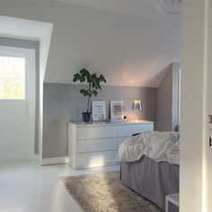 Ikea 'Malm' dressers in bedroom                                                                                                                                                                                 Mehr