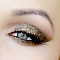 Holiday Eye Look in Olive Green and Gold