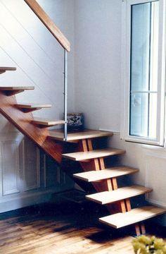 Photo d'escalier quart tournant, avec garde corps
