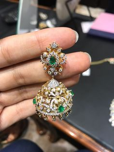 Jewelry Design Earrings, Gold Jewellery Design, Big Earrings, Gold Jewelry, India Jewelry, Diamond Jewelry, Necklace Designs, Diamond Chandelier Earrings, Pearl And Diamond Necklace