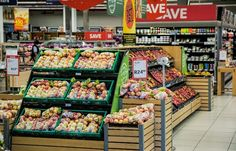 In this article, discover four of the best healthy grocery stories in Phoenix that will help you eat and cook healthy. Save Money On Groceries, Ways To Save Money, How To Make Money, Earn Money, Groceries Budget, Lidl, Instru Rap, Food Waste, Courses