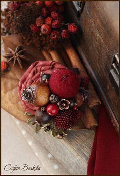 """Купить Брошь """"Рябиновое утро"""" - брошь из ткани, брошь ручной работы, брошь с камнями, ягода"""