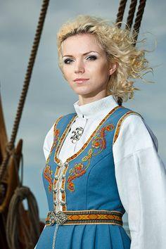 BUNADER - Segerbrandt_blå - Norwegian traditional dress