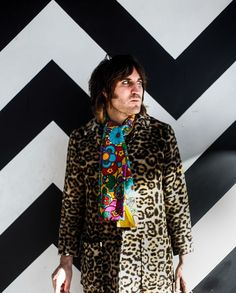 Noel Fielding was his usual unassuming self at the private view of his new exhibition in London on Monday. Photographic elements Bold statement colours Abstract Love the fact Noel's personality is translated Julian Barratt, The Mighty Boosh, Noel Fielding, Dope Fashion, Comedians, Actors & Actresses, Fields, Sexy Men, Kimono Top