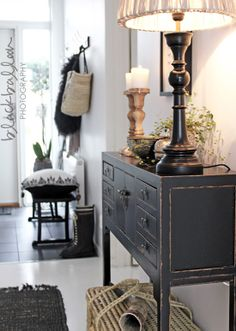 decorar el recibidor con muebles antiguos -