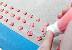 How to make little roses on cookies