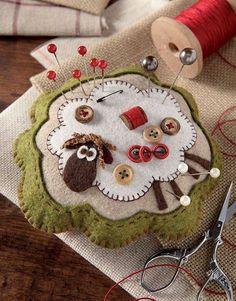 Felt Crafts: 115 incredible photos and steps Felt Crafts: . Felt Crafts: 115 incredible photos and steps Felt Crafts: 115 incredible photos a Felted Wool Crafts, Felt Crafts, Fabric Crafts, Sewing Crafts, Clay Crafts, Sewing Projects, Wool Applique Patterns, Felt Patterns, Felt Applique