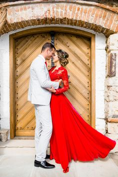 wedding dress red The perfect red holiday dress! Red Wedding Gowns, Purple Wedding, Bridal Dresses, Bridesmaid Dresses, Red Lace Wedding Dress, Red Holiday Dress, Facon, Marie, Rock